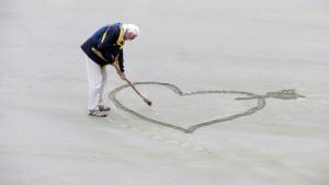 Man strand hart love-1520472_1280 pixabay 20200702